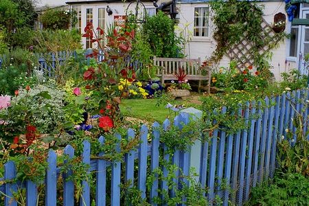 Fencing Ideas For Vegetable Gardens white picket garden fence Vegetable Garden Fence Ideas Decor
