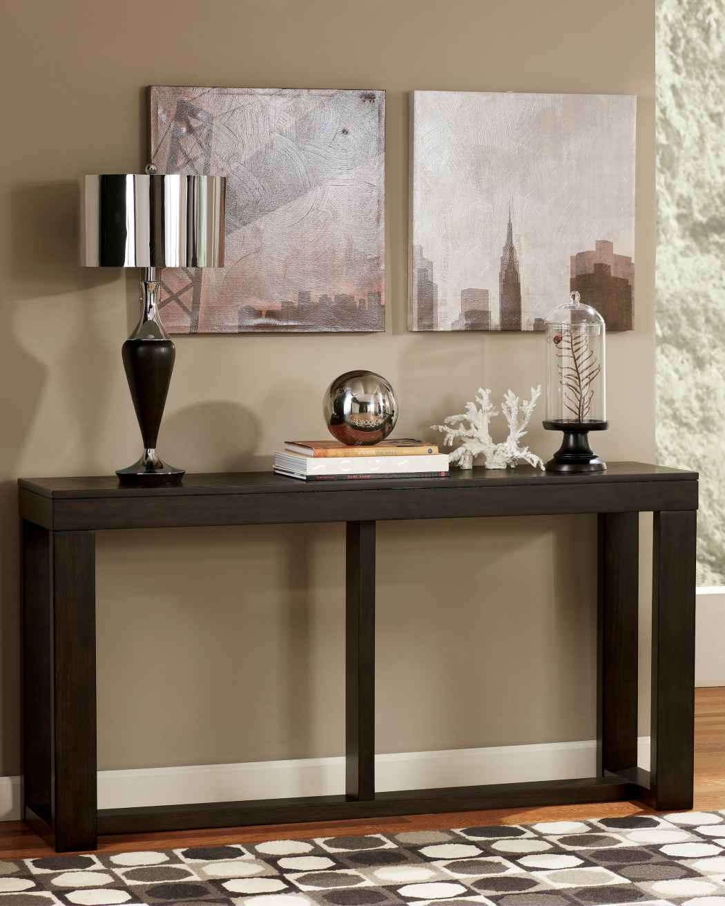 Corner accent table decor
