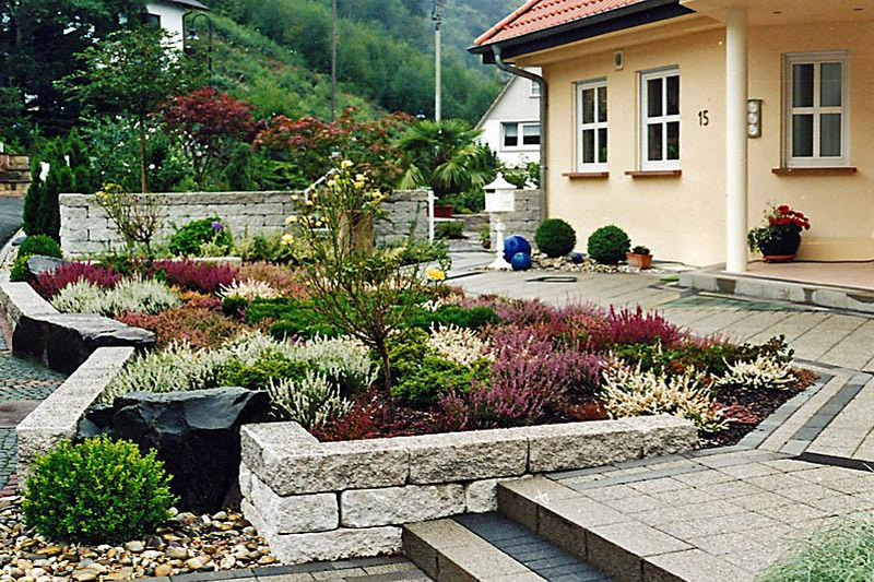 Front yard landscape ideas