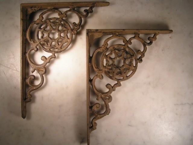 Wood shelf brackets interior